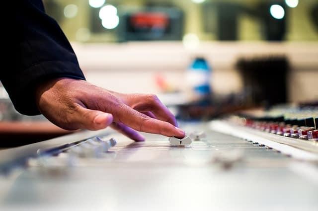 mixing-desk-351478_640.jpg